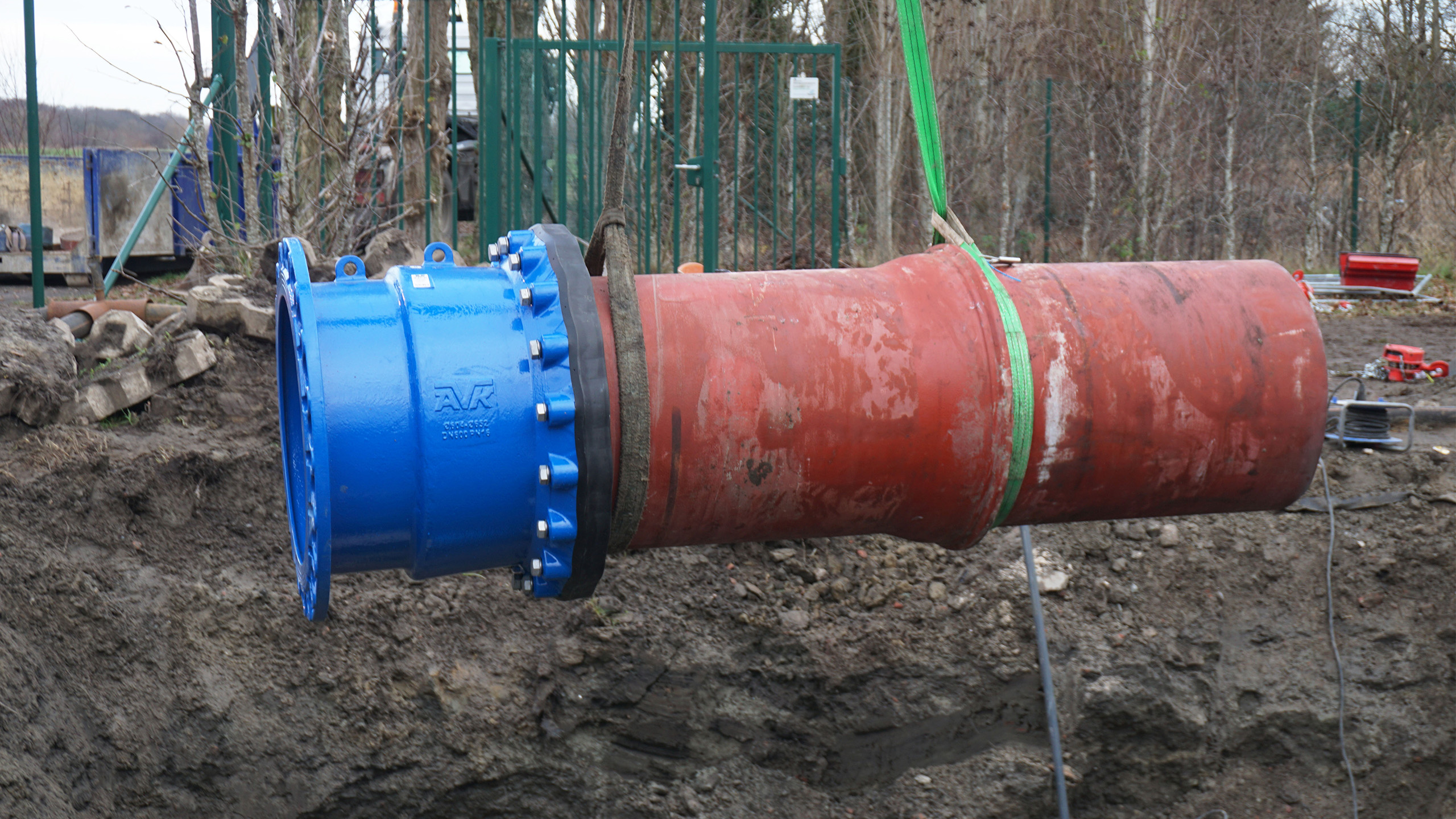 AVK Supa Maxi™ flange adaptor DN600 being installed at wastewater station in Belgium