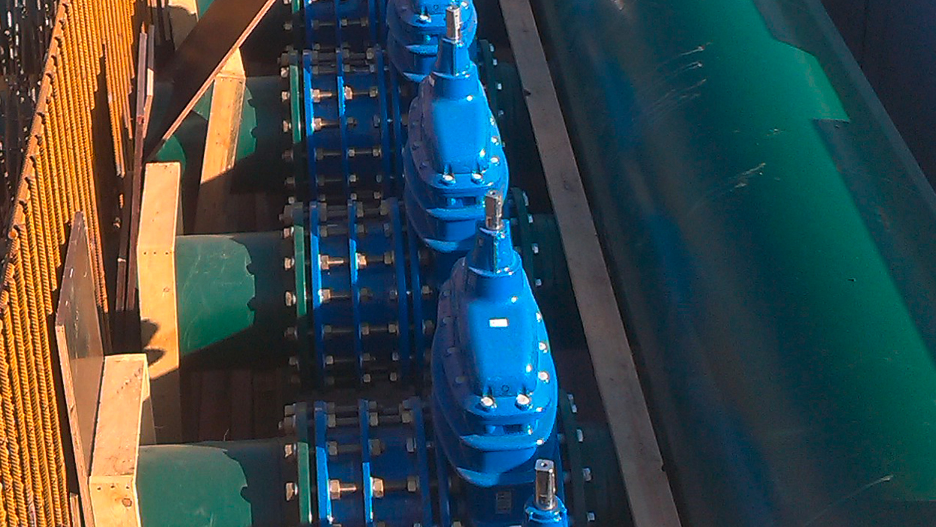 AVK gate valves and dismantling joints for branching of main water line in Aalst, Belgium