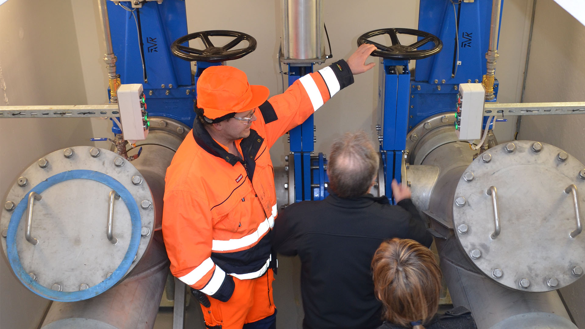 Representive from Ebeltoft pumping station present some of the installed AVK valves