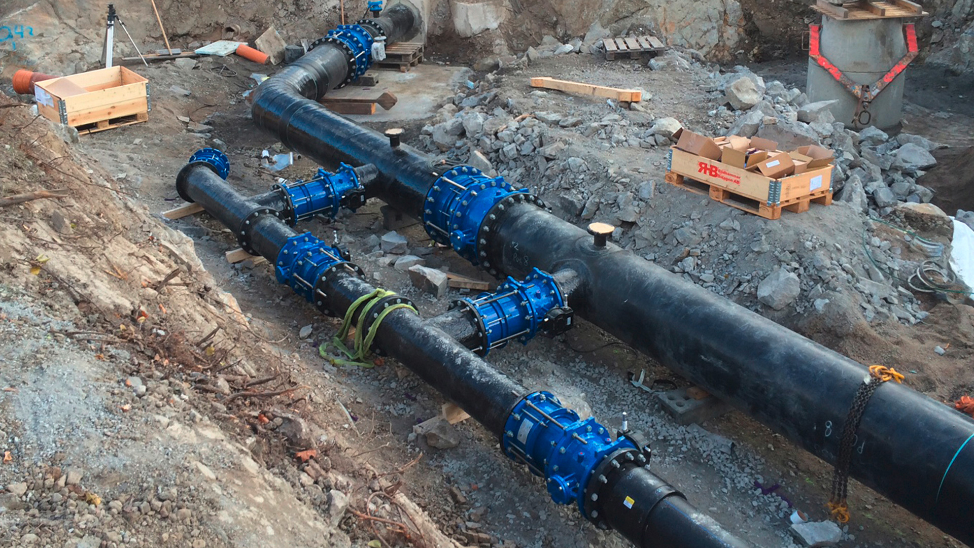 3,000 metres with AVK solutions of butterfly valves, gate valves and dismantling joints in Rotebroleden in Järfälla, Sweden